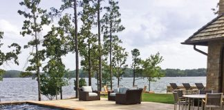 A Lakeside Retreat with spectacular views all around