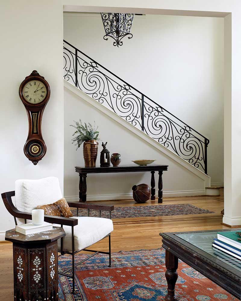 Mediterranean-style foyer